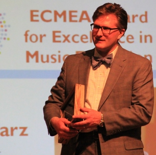 Pomietlarz accepts BPO ECMEA award