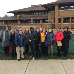 Students stand in front of Darwin Martin House