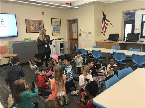 Kindergarten students use Google Expedition googles