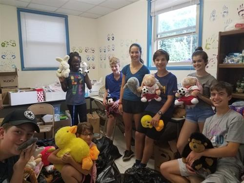 Students volunteer to sort food pantry donations