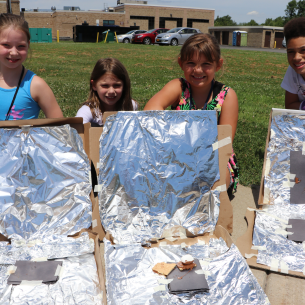 Students with pizza box solar ovens